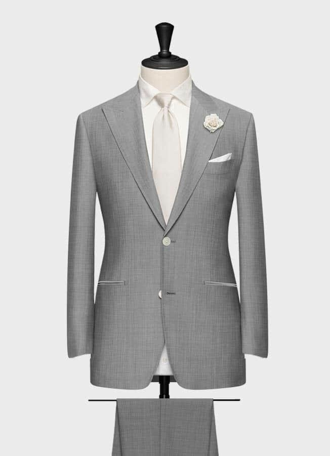 Светло-серый свадебный костюм