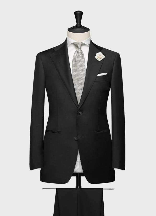 Свадебный костюм черного цвета