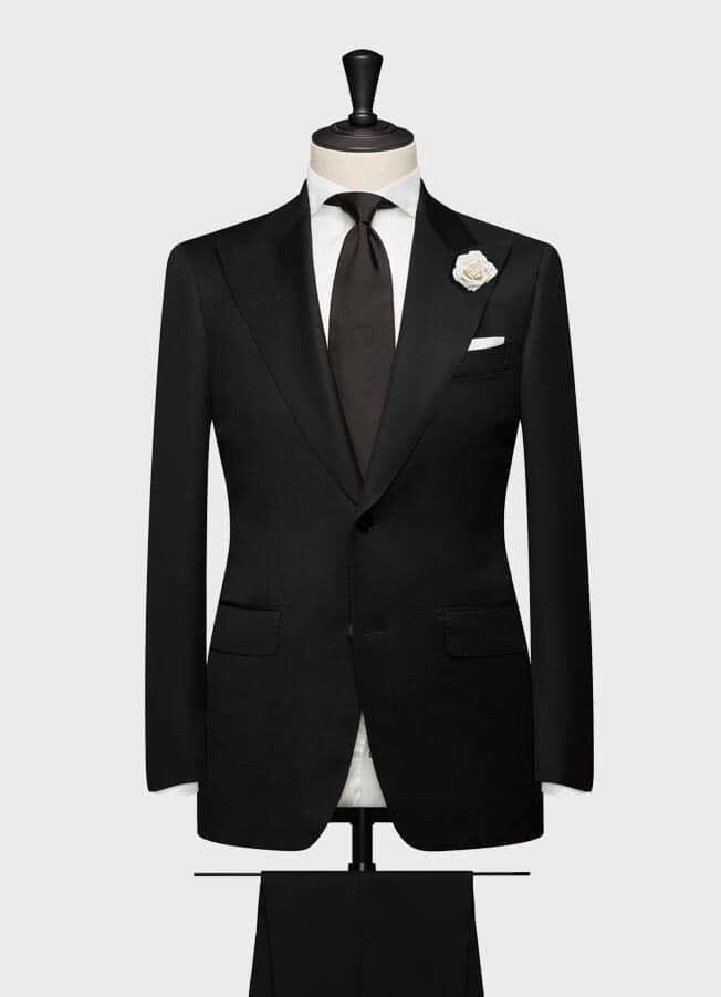 Классический черный свадебный костюм