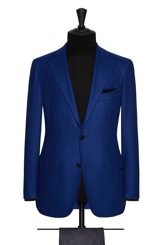 Ярко-синий пиджак в ёлочку