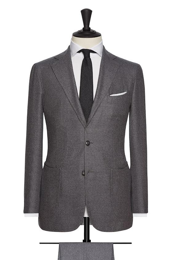 Серый костюм в ёлочку