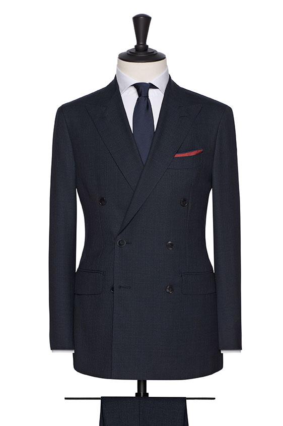 Темно-синий костюм