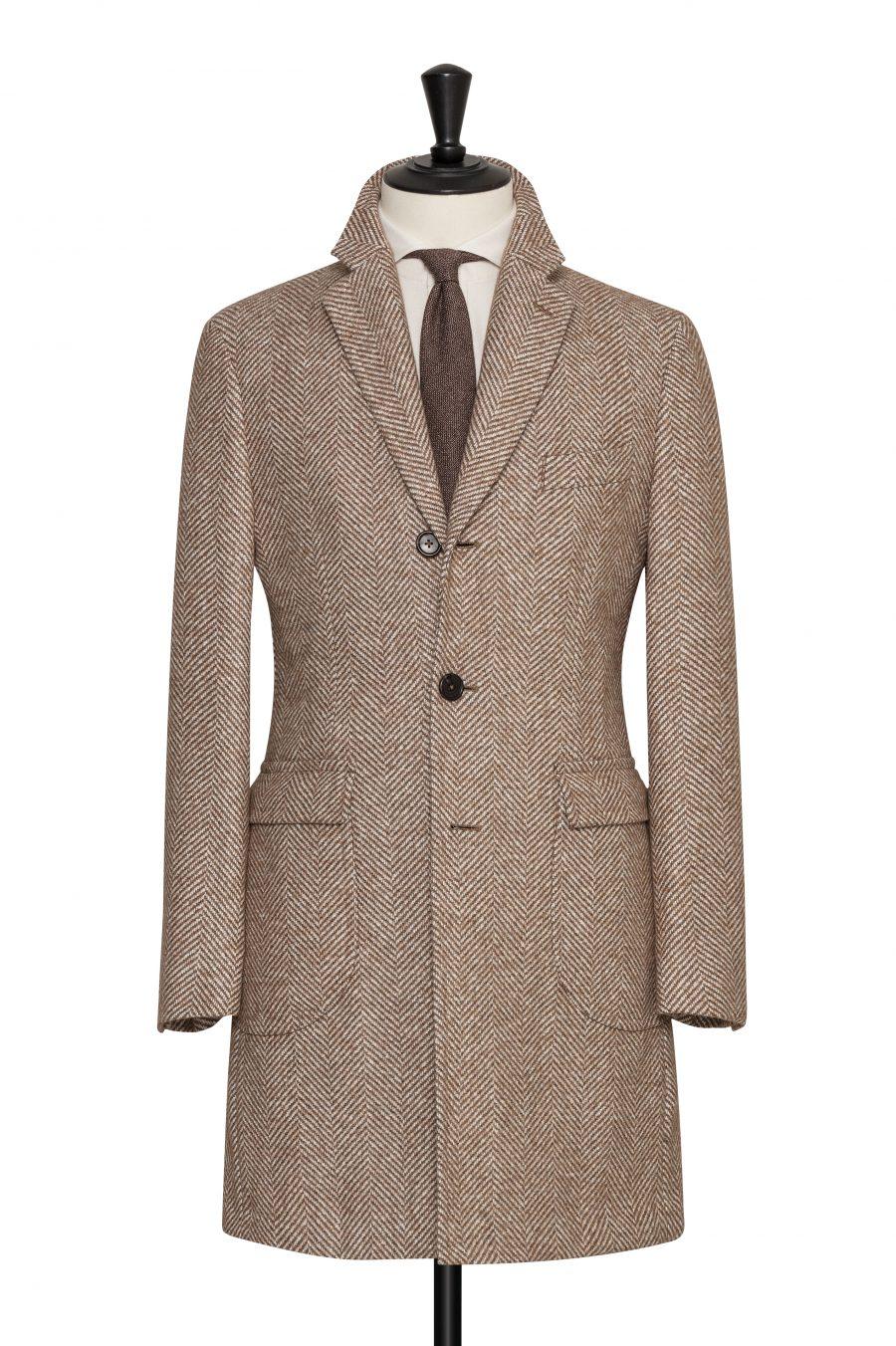 Светло-коричневое пальто в ёлочку