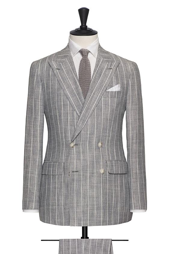 Светло-серый костюм из шелка со льном в широкую полоску