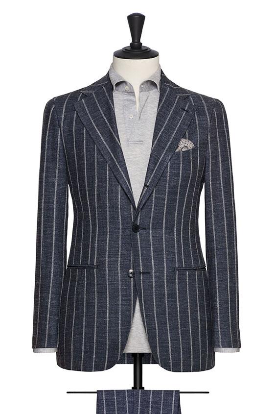 Синий костюм из шелка со льном в широкую полоску
