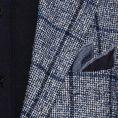 Синий костюм с фактурой «гусиная лапка» и в крупную клетку
