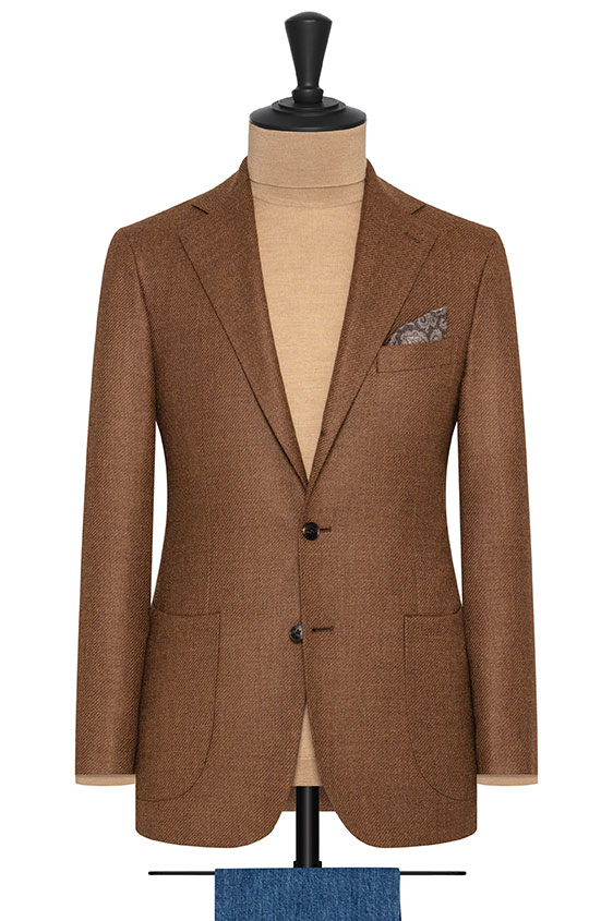 Коричневый пиджак структуры твил