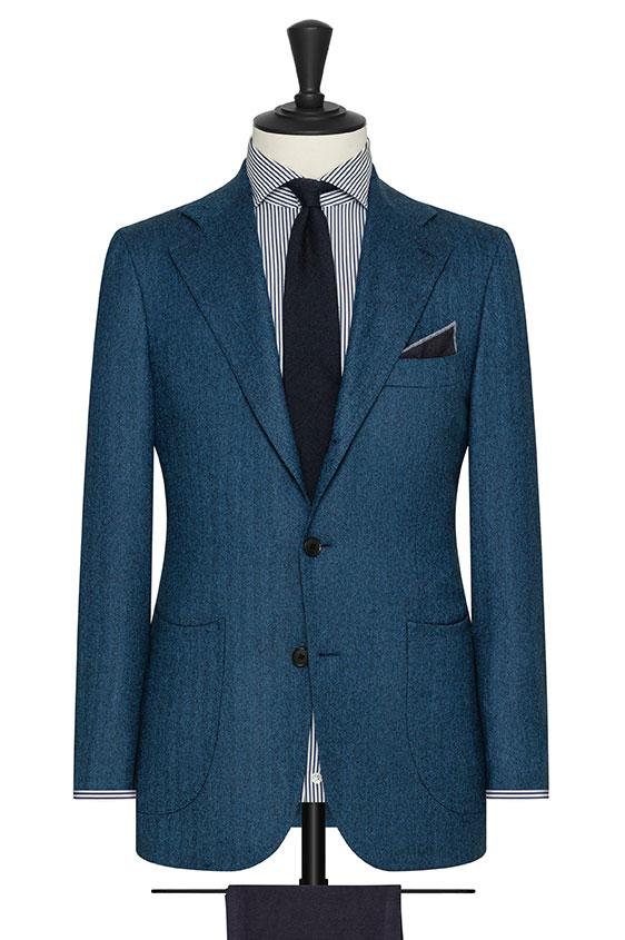 Ярко-синий пиджак в елочку