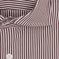 Белая сорочка в коричневую полоску