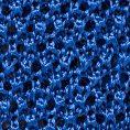 Ярко-синий галстук вязаной фактуры