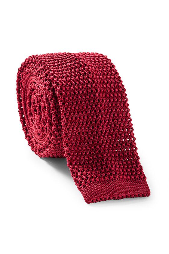 Ярко-красный галстук вязаной фактуры