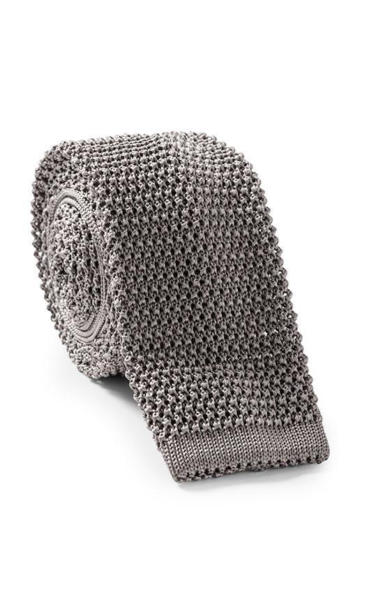 Серый галстук вязаной фактуры