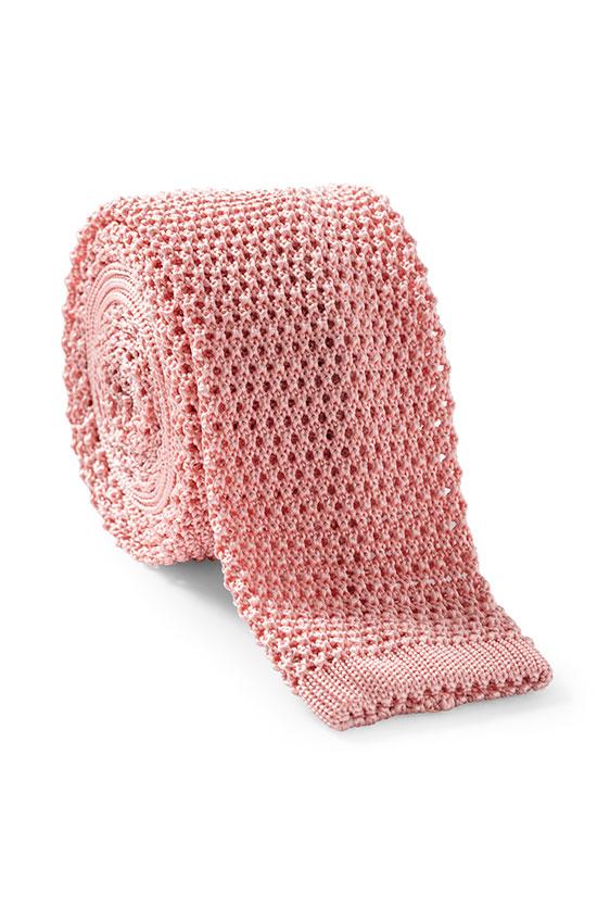 Розовый галстук вязаной фактуры