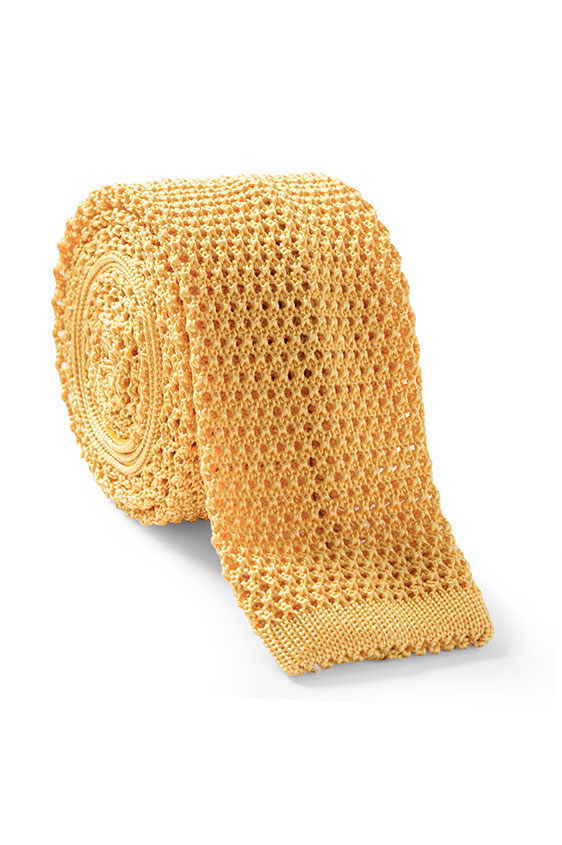Желтый галстук вязаной фактуры
