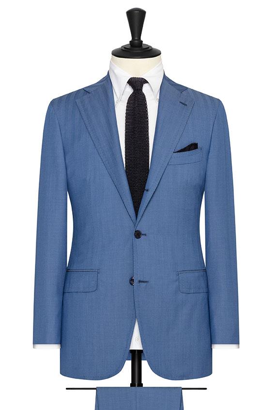 Синий костюм в елочку