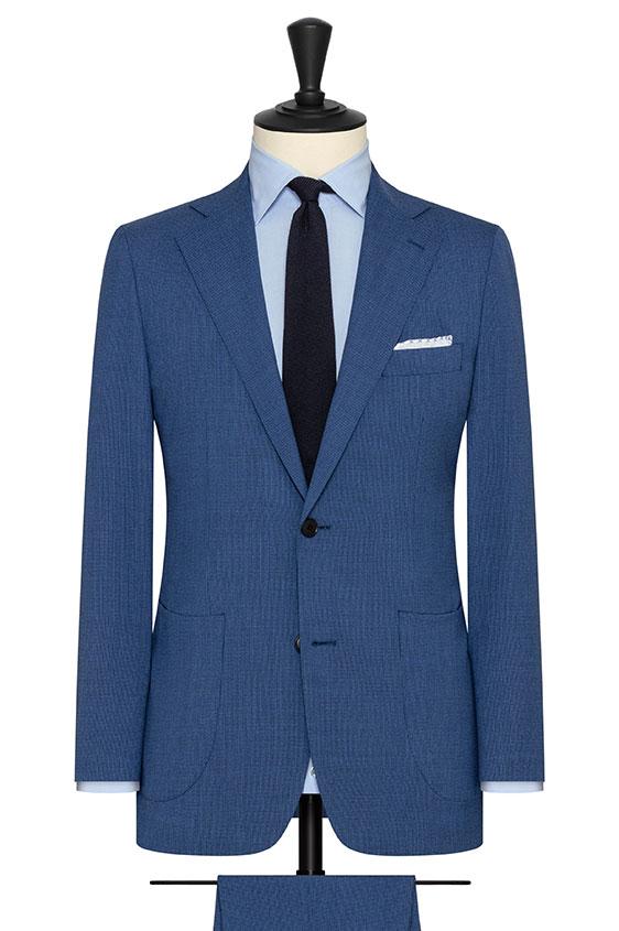Голубой костюм в гусиную лапку
