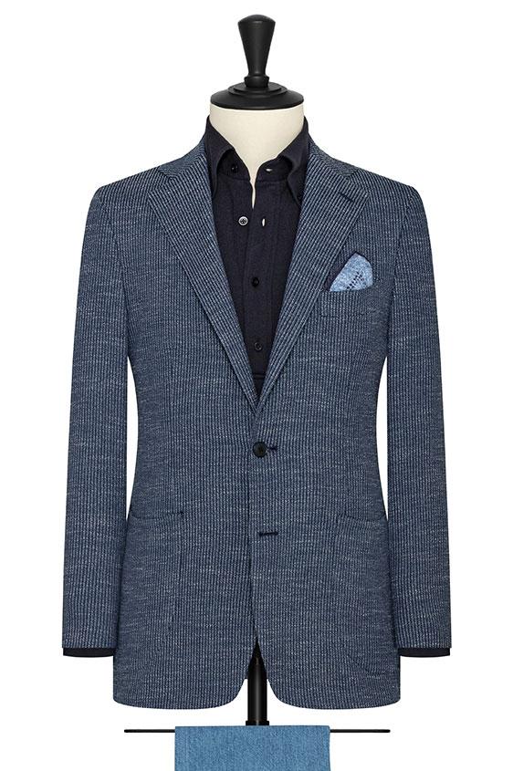 Темно-синий пиджак в полоску и белыми вкраплениями