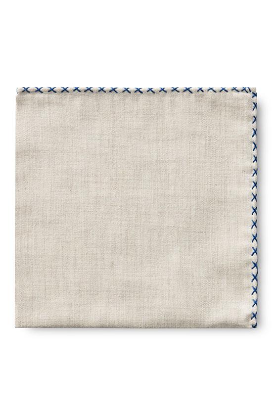 Бежевый нагрудный платок с синей окантовкой