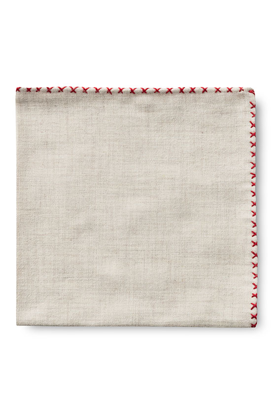 Бежевый нагрудный платок с красной окантовкой
