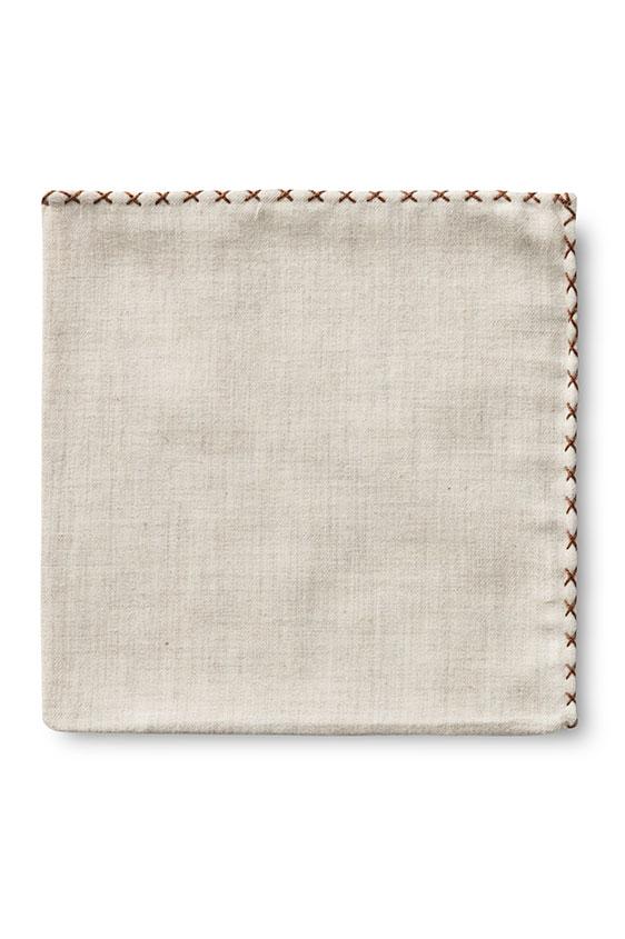 Бежевый нагрудный платок с коричневой окантовкой