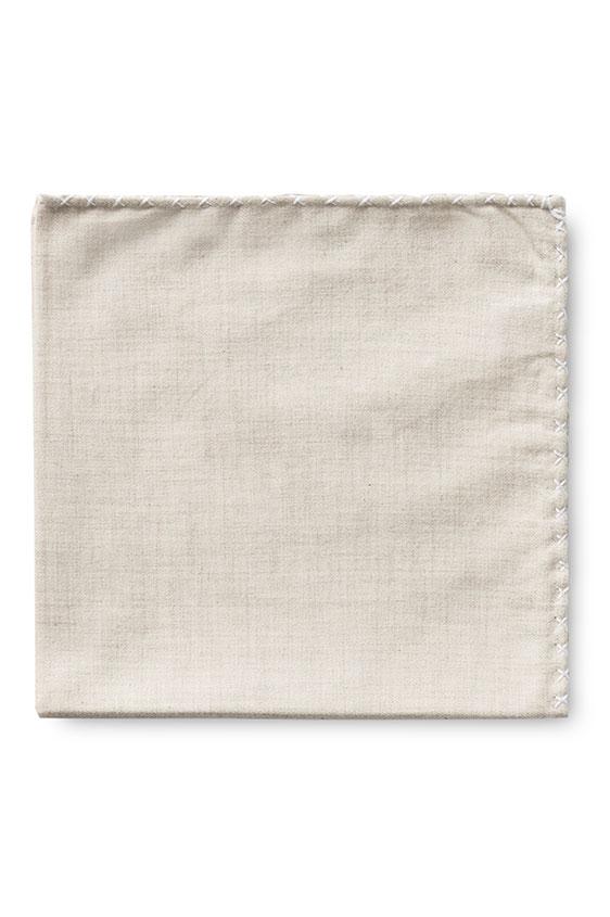 Бежевый нагрудный платок с белой окантовкой