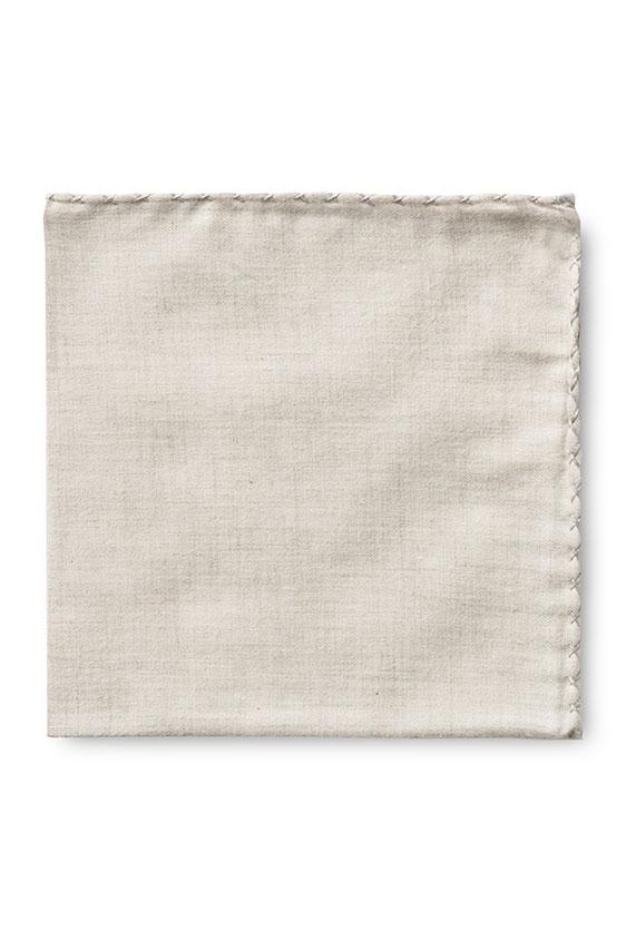 Бежевый нагрудный платок с серой окантовкой