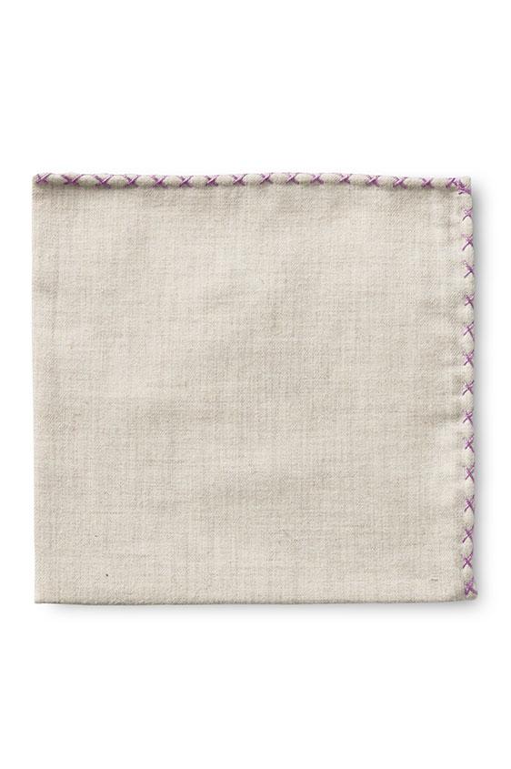 Бежевый нагрудный платок с фиолетовой окантовкой