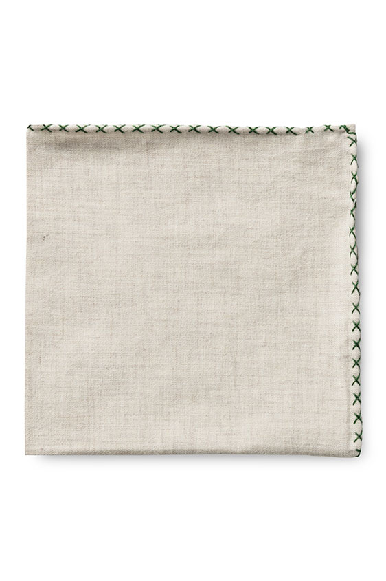 Бежевый нагрудный платок с зелёной окантовкой