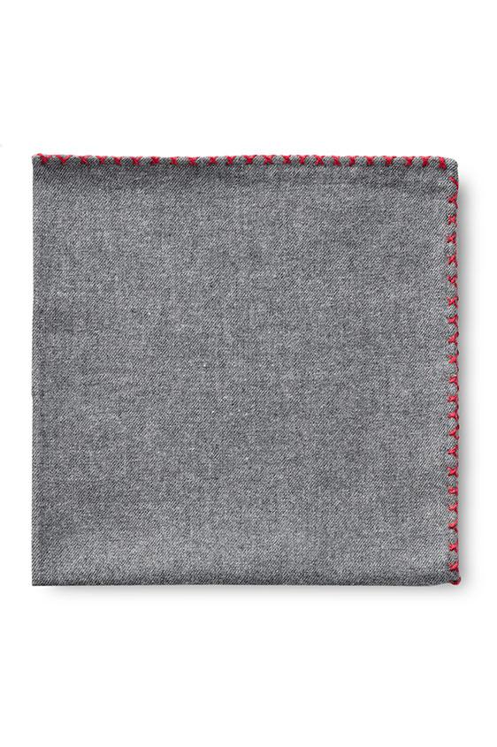 Серый нагрудный платок с красной окантовкой