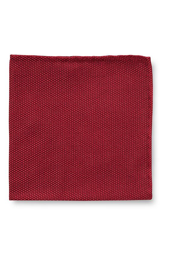 Красный нагрудный платок плетеной фактуры