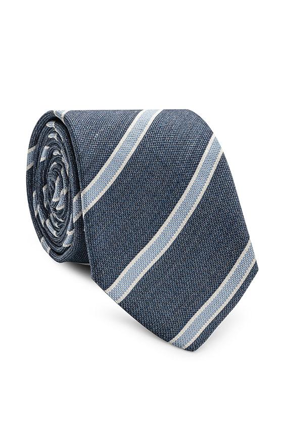 Синий галстук в полоску