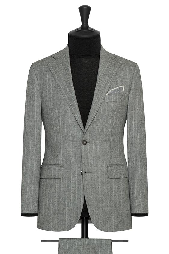 Серый костюм из шерсти в полоску